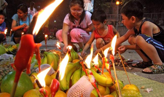 głodne duchy dzieci HungryGhostFest_fruitoffering